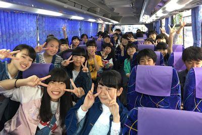 9組バスの中の様子