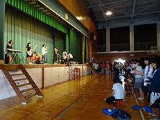 前日の開会式にて、軽音による校歌演奏