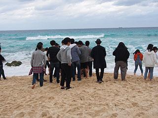 先着したクラスは砂山ビーチを観光