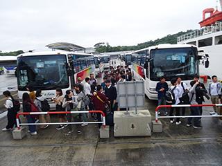 那覇空港から運天港まではバス移動